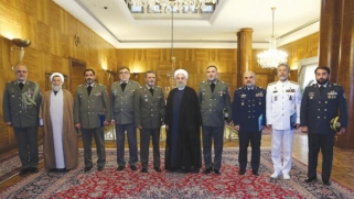 خامنئي يقيل قادة في الجيش وسط تململ من الميزانية
