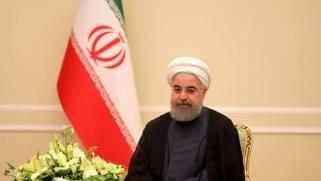 روحاني يتهم حكومة نجاد السابقة بالفساد بعد الزلزال