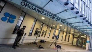 «أوبك» تمدد اتفاق خفض الانتاج حتى نهاية 2018