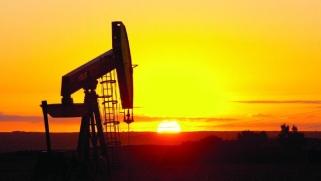 تراجع طفيف لأسعار النفط رغم رفع «غولدمان ساكس» تقديراته