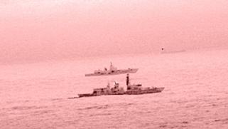 بريطانيا ترافق سفينة روسية لدى مرورها بالمياه الإقليمية