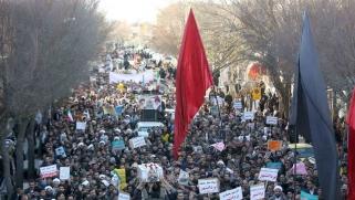 الحرس الثوري: الدولة المسلحة تحكم الدولة الدينية العميقة في إيران