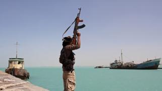 مسؤول يمني يحذر من مخاطر التساهل مع تهديدات الحوثيين للملاحة