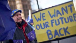 أوروبا تشجع بريطانيا على التراجع عن بريكست بإستثمار جدل الداخل
