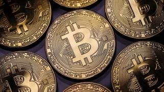 العملات الرقمية تخسر 536 مليار دولار بشهر