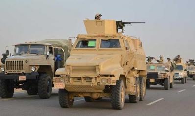 """الجيش المصري يعلن مقتل """"ضابط صف"""" ومجندين وأربعة مسلحين وتوقيف 417 آخرين"""