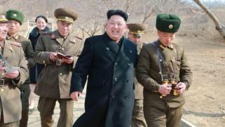 كوريا الشمالية تنظم عرضاً عسكرياً للاحتفال بذكرى تأسيس جيشها