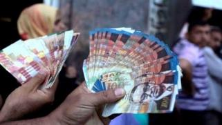 مسؤول فلسطيني يطالب بالإستغناء عن العملة الإسرائيلية للتخلص من التبعية الإقتصادية لإسرائيل