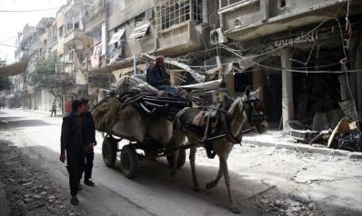 قصف إدلب بالفوسفور ومصير دوما مجهول