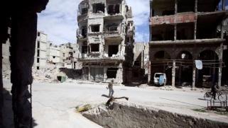 الغوطة الشرقية.. قصف متجدد وتقسيم وإجلاء