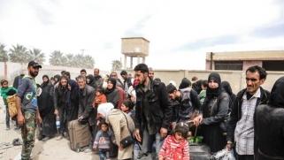 عشرات الآلاف يفرون من جحيم الغوطة