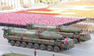 كوريا الشمالية تعلق تجاربها النووية والصاروخية