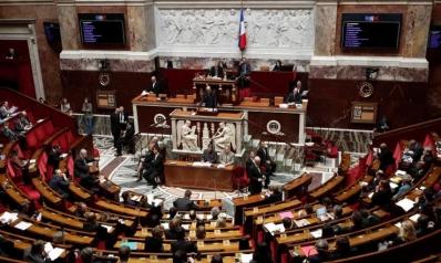برلمان فرنسا يقر قانونا يسرّع وتيرة طرد المهاجرين