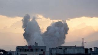 قصف عنيف يتزامن مع التصعيد العسكري لنظام الأسد في مخيم اليرموك