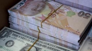 محلل: أسباب اقتصادية وسياسية وراء تدهور الليرة التركية