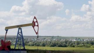 النفط يحوم حول 80 دولاراً مع توقع تحرك «أوبك»