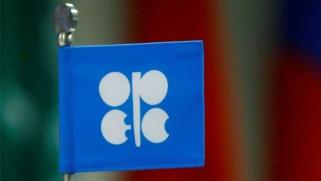تخفيضات «أوبك» تواصل تجاوز المطلوب رغم قرب انتماء تخمة المعروض النفطي