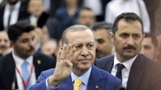 أردوغان ينصّب نفسه زعيما للمسلمين في أوروبا