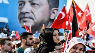 الانتخابات التركية: لماذا أصبح إردوغان وحزبه عُرضة للخطر فجأة؟