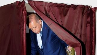الانتخابات تضع تركيا على طريق إنهاء المسار الديمقراطي