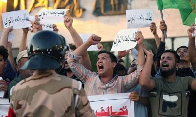 وعود بمشاريع اقتصادية واقالة قائد شرطة النجف لإخماد الاحتجاجات المتصاعدة في العراق