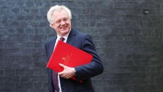 وزير بريكست يستقيل من منصبه في ضربة لحكومة ماي