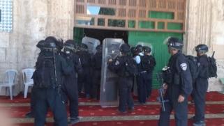 معركة بوابات الأقصى.. اقتحامات واعتقالات وحصار