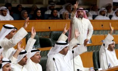 استجوابات مرتقبة تصعد الأزمة بين البرلمان والحكومة في الكويت