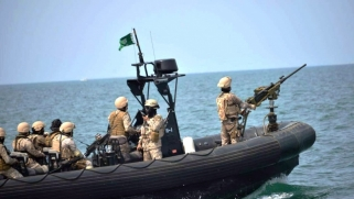 """التحالف العربي يحبط """"عملا إرهابيا"""" بزورق مفخخ في البحر الأحمر"""