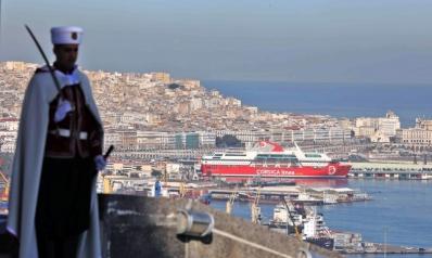 الرئيس الجزائري يقيل مسؤولين عسكريين بارزين