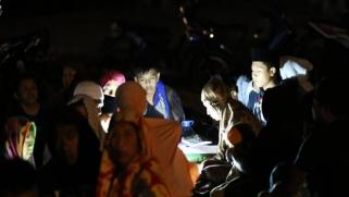 أكثر من 80 قتيلا جراء زلزال بإندونيسيا
