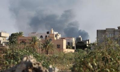 المواجهات بالعاصمة الليبية تحاصر مدنيين وتصيب خزان وقود