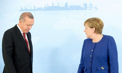 ميركل أمام معضلة مدّ يد العون لأردوغان أو سحبها