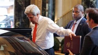 كيري يتحرك من وراء ترامب لتخفيف الضغوط على إيران