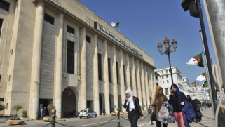 أزمة البرلمان الجزائري تفتح الباب على سيناريوهات مختلفة