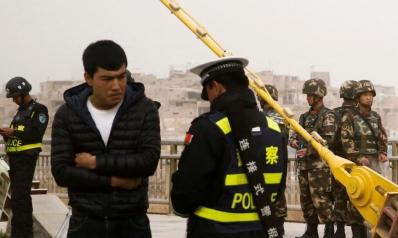 واتساب والبكاء وعدم التدخين قد تدخلك معتقلات الصين
