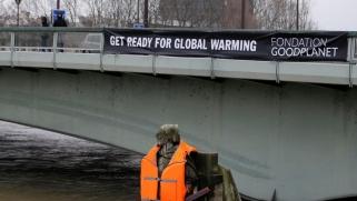 كيف نقلل آثار تغير المناخ ونمنع السقوط في براثن الفقر المدقع؟