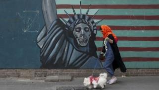 العقوبات توسع خطوط الصدع الاجتماعية والاقتصادية في إيران