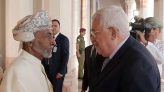 عباس يطرق باب واشنطن عبر مسقط