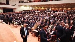 برلمان العراق يبحث سحب امتيازات المسؤولين بعدما انتقده الصدر
