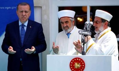 الأئمة المسيّسون.. خطر يزعزع استقرار تركيا