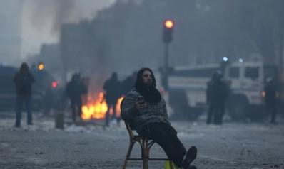 """""""ماكرون هرب"""" و""""غلطوني"""".. كيف سخر التونسيون من احتجاجات باريس؟"""