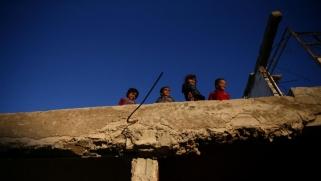 43 قتيلا بينهم أطفال ونساء بغارات للتحالف في سوريا