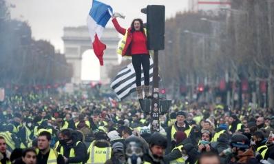 """""""ارحل يا ماكرون"""".. السترات الصفراء تحتشد مجددا بباريس"""