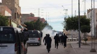 الاحتجاجات تفرض إيقاعها على السياسيين في تونس
