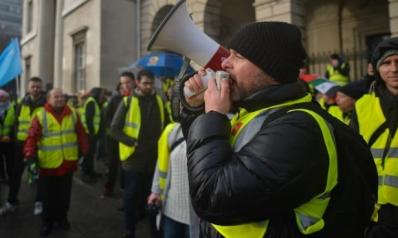 عقوبات فرنسية ضد الأخبار الكاذبة حول السترات الصفراء