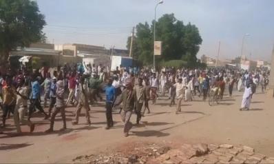 """احتجاجات السودان.. طوارئ وقتلى والحكومة تلوم """"المندسين"""""""