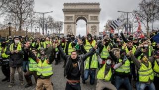 مقال بغارديان: ثورات بلا قيادة تجتاح العالم