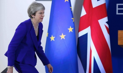 اقتراع على سحب الثقة من رئيسة وزراء بريطانيا اليوم