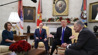 جدال وغضب في العلن.. ترامب يهدد قادة الديمقراطيين بتعطيل الحكومة